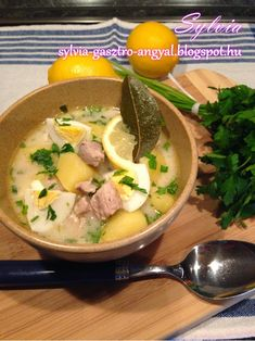 Alföldi raguleves | | Sylvia Gasztro Angyal Ramen, Soup, Chicken, Meat, Baking, Ethnic Recipes, Bakken, Soups, Bread