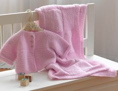 Free Pattern - Knit Baby Set - I am doing the blanket right now in a turquoise and the pic doesn't do it justice.  It's fun and easy.