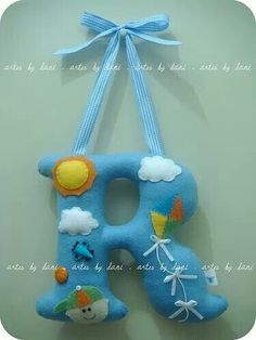 R de Rafael by Artes by Dani - Looking for other letters - L-O-V-E Baby Crafts, Felt Crafts, Fabric Crafts, Sewing Projects, Projects To Try, Deco Kids, Felt Letters, Kids Letters, Felt Baby