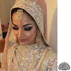 👌🏻👌🏻 Signature brides by foziatawfiq Bridal Mehndi Dresses, Bridal Hijab, Muslim Wedding Dresses, Hijab Bride, Muslim Brides, Pakistani Bridal, Bridal Outfits, Indian Bridal, Pakistani Dresses