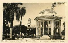 La Glorieta del parque Carlos Manuel de Céspedes de Manzanillo cuenta con una genealogía arquitectónica que se remonta al Siglo XIII español, pues fue concebida tomando como modelo la existente en la ciudad española de Granada. La obra fue inaugurada oficialmente el día 24 de junio del año 1924,Manzanillo.