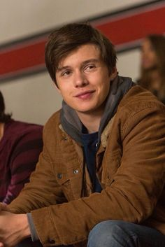 Nick Robinson was sexy playing Ben Parish. I've got to find these books and read them. Amor Simon, The 5th Wave, Bonnie Parker, Beautiful Boys, Beautiful People, Becky Albertalli, Chloe Grace Moretz, Before Us, Celebs