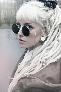 Not only is the blog full of fabulous colour, but THIS is like... the cutest hair ever. I mean, I could never work the dreads like that, or the white, but I LOVE the monochrome of the picture! Totally envious of that hair. The cutest most lady like dreads I'VE ever seen. (Also WHY IS SHE SO PRETTY!?!)