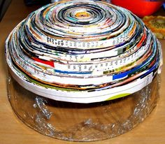 Learn how to make some super simple magazine crafts - bracelets, bowls, trivets, coasters, and more from magazine pages. Magazine Bowl, Diy Paper, Paper Crafts, Magazine Crafts, Old Magazines, Book Folding, Cool Items, Fun Crafts, Picture Frames