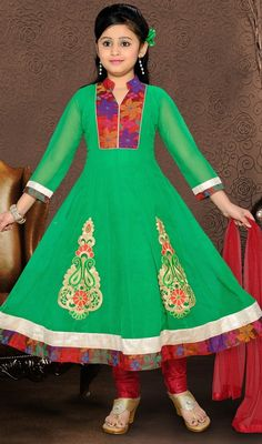 Green shade faux georgette Anarkali dress flaunts floral patterned neckline and hemline patch. Embroidered decorative foliage patterned appliques decked to the lower part stuns the suit look. #FabGreenPatchWorkFlaredSuit