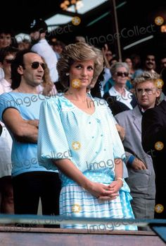 July Diana, Princess of Wales meets rock star Elton John and George Michael on her arrival at Wembley Stadium for the London portion of the Live Aid Famine Relief Concert for Africa, whic… Royal Princess, Prince And Princess, Celebrity Look, Celebrity Photos, Live Aid, Princess Diana Fashion, Roger Taylor, Liza Minnelli, Queen Band