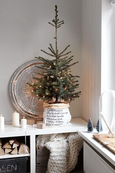 What a cute idea for a Christmas tree! If you don't have a lot of space, & want a real tree, you can totally recreate this idea. How adorable & awesome!