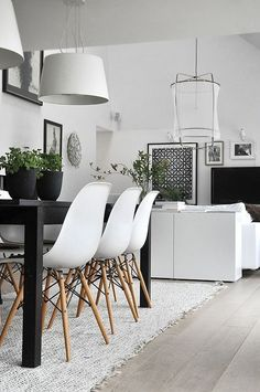 eames chairs, simple table, white + -in love. Eames plus linen drum shade over family room Scandinavian Interior Design, Scandinavian Living, Home Interior Design, Interior Architecture, Contemporary Interior, Scandinavian Christmas, Room Interior, Scandinavian Chairs, Apartment Interior
