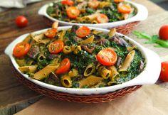 Wenn nach einem langen Arbeitstag dieser Nudelauflauf mit veganer Spinat-Sahne-Soße im Ofen wartet, dann ist der Tag gerettet! Leicht & vegan.