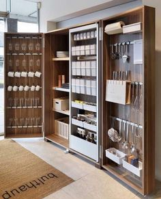Hottest Free modern kitchen storage Suggestions Kitchen shelving is recognized to alternate from sorted to be able to disorder while in the close your lids of. Diy Kitchen Cabinets, Kitchen Pantry, Kitchen Storage, Kitchen Furniture, Pantry Closet, Storage Cabinets, Smart Closet, Kitchen Ideas, Pantry Diy