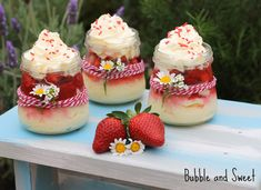 Bubble and Sweet Strawberries and cream cheesecake * Cheesecake In A Jar, How To Make Cheesecake, Strawberry Cheesecake, Cheesecake Recipes, Dessert Recipes, Jar Recipes, Strawberry Desserts, Dinner Recipes, Dessert In A Jar
