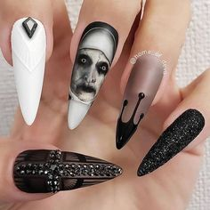 155 scary halloween nail art design ideas for the coming halloween -page 19 > Ho. - oh so pretty - halloween nails Ongles Gel Halloween, Halloween Acrylic Nails, Halloween Nail Designs, Best Acrylic Nails, Summer Acrylic Nails, Disney Halloween Nails, Holloween Nails, Scary Nails, Les Nails