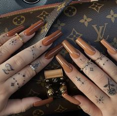 Dainty Tattoos, Mini Tattoos, Tiny Finger Tattoos, Finger Tattoo Designs, Fall Acrylic Nails, Acrylic Nail Designs, Trending Nail Polish Colors, Brown Nails, Fire Nails