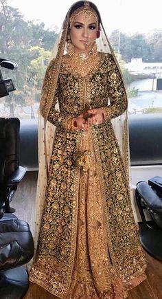 Mehndi bride wearing sabyasachi Pakistani Mehndi Dress, Pakistani Wedding Outfits, Indian Bridal Lehenga, Red Lehenga, Party Wear Lehenga, Pakistani Wedding Dresses, Party Wear Dresses, Indian Dresses, Bridal Dresses 2015
