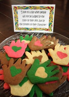 MLK Day crafts: Love in Hand cookies at Gourmet Mom on the Go We've found 5 cool MLK Day crafts that are fun for kids, and can also help parents have thoughtful discussions about Dr. Mlk Jr Day, Fun Crafts, Crafts For Kids, Amazing Crafts, Daycare Crafts, The Kissing Hand, Baking Quotes, Martin Luther King Day, Martin King