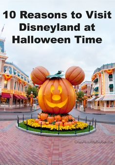 Top 10 Reasons to Visit Disneyland at Halloween Time #Halloweentime #DIsneyside