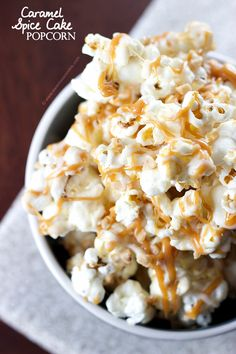 Looking for Fast & Easy Snack Recipes! Recipechart has over free recipes for you to browse. Find more recipes like Caramel Spice Cake Popcorn. Popcorn Recipes, Snack Recipes, Dessert Recipes, Popcorn Snacks, Yummy Snacks, Delicious Desserts, Yummy Food, Cheesecake, Spice Cake