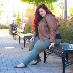 Plus Size Casual Looks with Bermuda Shorts. Looks from Rainbow featuring Bermuda shorts. Check out these adorable plus size looks for affordable prices. Thick Girl Fashion, Curvy Women Fashion, Plus Size Fashion, Womens Fashion, Plus Size Casual, Plus Size Jeans, Plus Size Outfits, Plus Size Looks, Look Plus