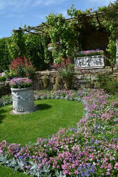 The Italian Garden at Hever Castle is looking gorgeous #gardening #summer