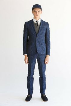 Bespoken presented its Spring/Summer 2014 collection during New York Fashion Week, combining the classic tailoring with modern and sleek cuts. Men Fashion Show, Ny Fashion Week, Mens Fashion, Suits For Guys, Cool Suits, Bespoke Suit, Bespoke Tailoring, Custom Made Suits, Black Dress Shoes