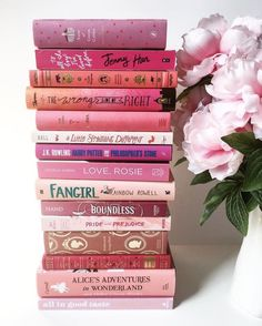Pink books in a stack. Too bad I don't have this many pink books I Love Books, Good Books, My Books, Stack Of Books, Books To Read In Your Teens, Amazing Books, Book Club Books, Roses Tumblr, Tout Rose