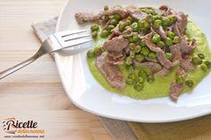 Gli straccetti di vitello e piselli sono una seconda portata di carne completa e ricca gusto. Facili da preparare e veloci, portano in tavola colore e allegria. Procedimento Tagliate a metà l'aglio e privatelo dell'anima, soffriggetelo con un filo di olio d'oliva per un minuto. Aggiungete i piselli, sfumate con un bicchiere di acqua, poca per volta, e […]