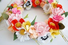 Spring weather has found its way to southern Utah!! I wish it would just stay this way for the next 9 months...but alas summer WILL come. I HATE the heat so I'll be soaking up all this 70 degrees for the next month. Are you a heat lover?? #jadewithlove #madewithlove #handmade #handmadewreath #summerwreath #flowerwreath #feltflowers #feltflowerwreath #etsy #etsyshop #etsyseller #benziefelt #feltaddict