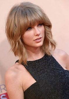 Taylor Swift& hair at the 2015 iHeartRadio Music Awards Pretty Hairstyles, Bob Hairstyles, Fringe Hairstyles, Hairstyles Pictures, Taylor Swift Short Hair, Taylor Swift Hair Color, Good Hair Day, Human Hair Wigs, Hair Lengths