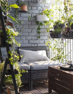 Ikea Outdoor Furniture Hacks 2018 For Patio, Backyard How to Ikea Hack the Outdoor Space of Your Dre Small Balcony Design, Small Balcony Decor, Balcony Ideas, Patio Ideas, Small Balcony Furniture, Balcony Bench, Balcony Railing, Backyard Ideas, Small Balcony Garden