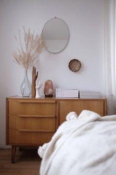 Wohnen im Winter: Die schönsten Wohn- und Dekoideen aus dem Januar | SoLebIch.de Foto: -wundernest- #solebich #schlafzimmer #einrichten #ideen #wandfarbe #lichterkette #bett #skandinavisch #wandgestaltung #dekoration #Schrank #kleines #holz #Beleuchtung #decken #kissen #farben #gestalten #sideboard #deko #vintage