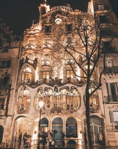 Barcelone : 10 choses incontournables – Online Pin Page Barcelona, Belle Villa, Notre Dame, Beautiful Places, Like4like, Around The Worlds, Europe, Earth, Mansions