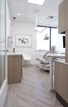 Vanwege Visgraatvloer En Houtkleur Medical Office Design, Dental Office  Decor, Healthcare Design, Office