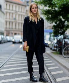 Cropped Long Styling Trick | This is the one tips that gives typically normal outfits a fashion-forward spin. Click to see the major difference the cropped-long styling trick can give. #refinery29 http://www.refinery29.com/2016/09/122104/cropped-long-styling-trick