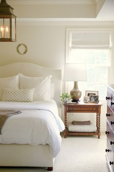LOVE the barley twist legs on the bedside table!!!! Gorgeous!