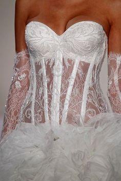 abito da sposa Pnina Tornai 2013 - Photo Dan Lecca for Kleinfeld Bridal