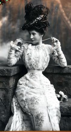 Victorian Dresses, Victorian Women, Edwardian Era, Victorian Fashion, Vintage Fashion, Vintage Glamour, Vintage Beauty, Vintage Ladies, Lillie Langtry