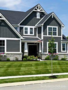 weathered gray royal siding - Google Search Craftsman Exterior Colors, Design Exterior, Modern Craftsman, Exterior Paint Colors For House, Grey Exterior, Modern Farmhouse Exterior, Craftsman Style Homes, Craftsman Houses, Craftsman Interior
