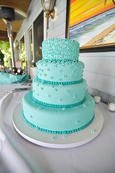 aqua wedding cake This color flowers (light and dark) on yellow ombre cake? Aqua Wedding Cakes, Wedding Cake Designs, Blue Wedding, Daisy Wedding, Aqua Cake, Ombre Cake, Vegan Wedding Cake, Quinceanera Cakes, Blue Cakes