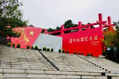 "People's Republic of China. The Red Army Long March ""Yihai Alliance"" site in Mianning County, Sichuan Province. The ""Yihai Alliance Memorial Hall"" was built to commemorate the 70th anniversary of the Red Army's Long March Mianning and the Yihai Alliance.The Yihai alliance ensured the smooth passage of the Chinese Red Army of Workers and Peasants through Liangshan, and under the extremely difficult circumstances at that time, it preserved valuable vitality for the main force of the Red Army. Exército Vermelho, Monumentos, Estátuas, Suave, Chinês, Memórias, Construção"
