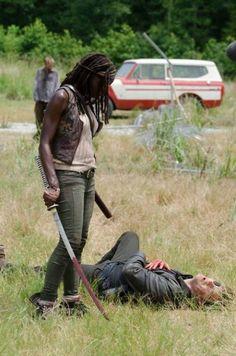 Michonne et le Gouverneur a ses pieds [Photo du jour]