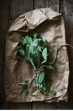 # Cottage ~ Leben im Landhaus Salbei 🌼 PS. Spices And Herbs, Fresh Herbs, Fresh Fruit, Food Photography Styling, Food Styling, Object Photography, Fruits And Veggies, Vegetables, Plantation