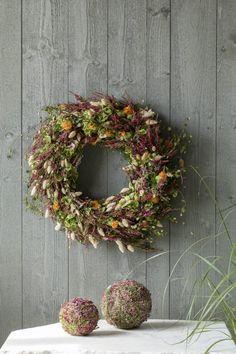 DIY: Lag en vakker høstkrans av lyng | Inspirasjon fra Mester Grønn Dried Flower Wreaths, Dried Flowers, Floral Wreath, Arts And Crafts, Diy Projects, Autumn, How To Make, Gardens, Home Decor