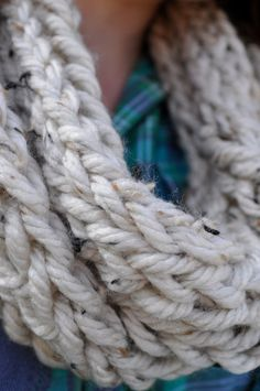 DIY finger knit scarf -- this is just one sold, but hopefully I can make mine look like this!