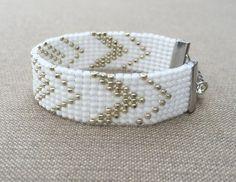 Bracelet de perles argenté et blanc Loom par HoneyLemon27 sur Etsy