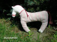 cavallino in stoffa di Mikkamade