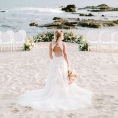 This professional wedding and event design company is sharing 5 Tips to Alleviate Wedding Stress via the link in our bio! As a bonus, you'll find a lovely Los Cabos, Mexico wedding photo shoot to serve is mid-week inspiration for your own wedding away!