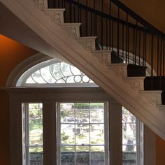In Charleston South Carolina it is always worth taking the stairs especially when they have the sinuous elegance of those in the Nathaniel Russell House dating from 1808 and leading to a double-bowed drawing room with views over the gardens below. #Charleston #SouthCarolina #NathanielRussellHouse #Staircase #TheIrishAestheteOnTour theirishaesthete.com