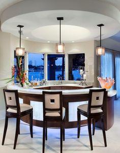 Offene Küche Wohnzimmer Abtrennen Weißer Boden Schwarze Barstühle ... Offene Kuche Wohnzimmer Trennen