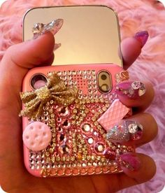 Her nails and case..So cute thoughh! <3