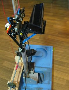 Lego Made 3D Scanner: http://3dprintboard.com/showthread.php?2714-3D-Scanner-Made-From-Microsoft-Kinect-and-Legos
